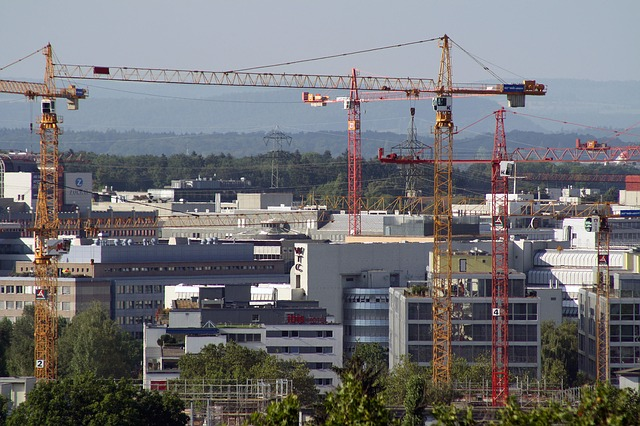 Aerial shot of cranes over the Zurich skyline. Here, and in German cities, new categories are being developed that help determine property values in a rapidly changing real estate market.